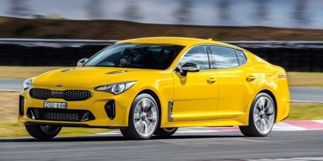 Видео: мощнейшая модель Kia против «заряженного» седана с V8
