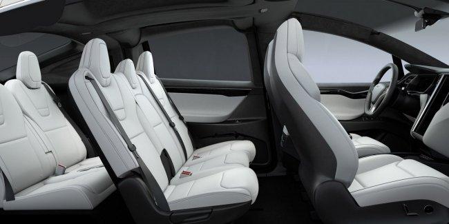 У кроссоверов Tesla проблемы с задними сидениями