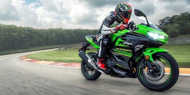 Спортбайк Kawasaki Ninja 400 2018