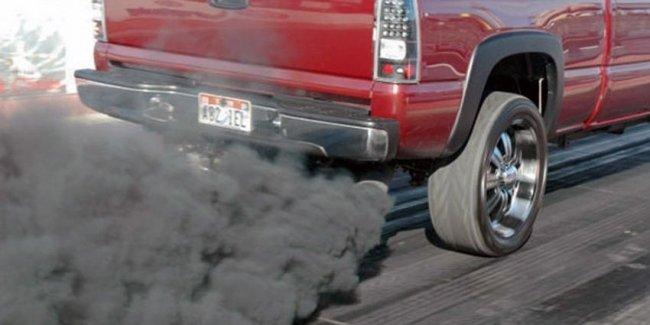 О чем говорит черный дым из выхлопной трубы