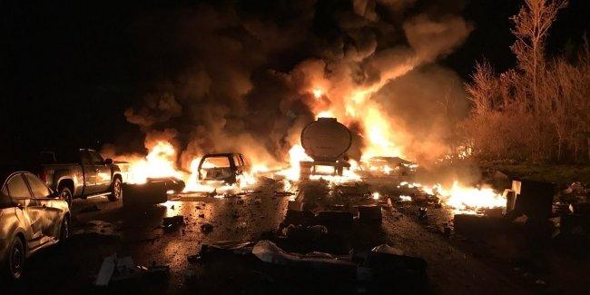 Бензовоз устроил настоящий ад на трассе