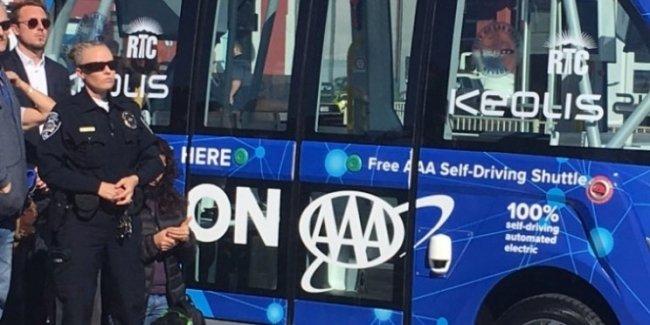 Беспилотный автобус попал в ДТП в первый час испытаний