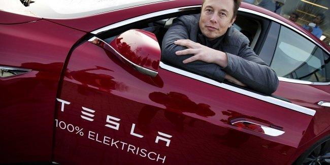 Илон Маск пытается спасти «Теслу»