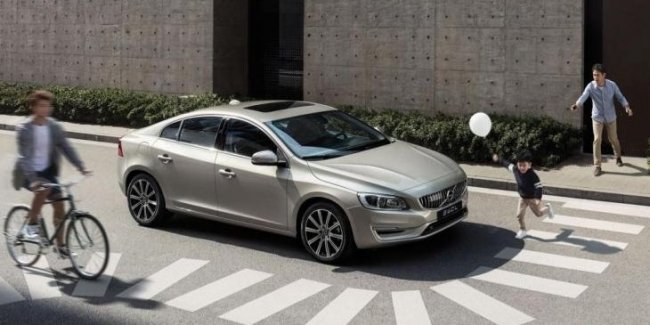 В Китае представлен обновлённый седан Volvo S60 L