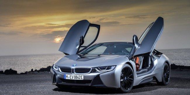 BMW официально представила открытую модификацию гибридного споткара i8