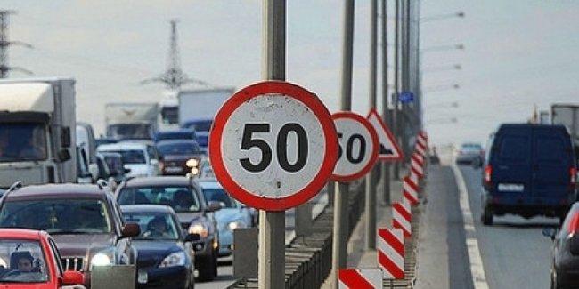 Водителям разрешили превышать скорость 50 км\ч: где и когда