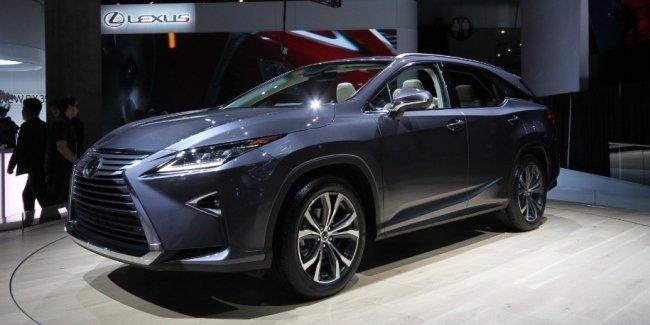 Lexus представил удлиненный RX с тремя рядами сидений