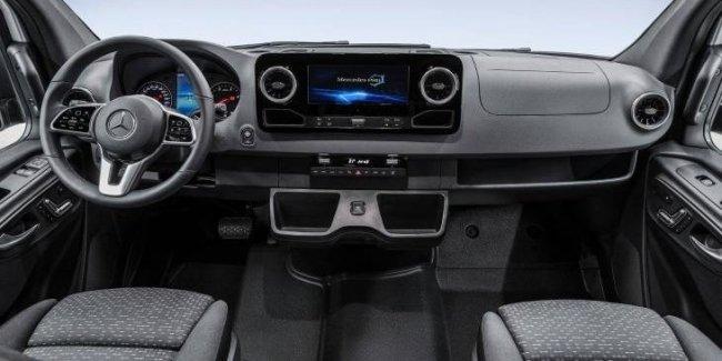 Mercedes показал интерьер фургона Sprinter нового поколения