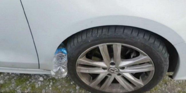 Если на колесе вашей машины лежит пластиковая бутылка - вы в опасности!