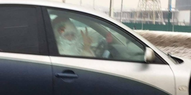 Фото Деда Мороза на авто с неприличными еврономерами взорвало соцсети