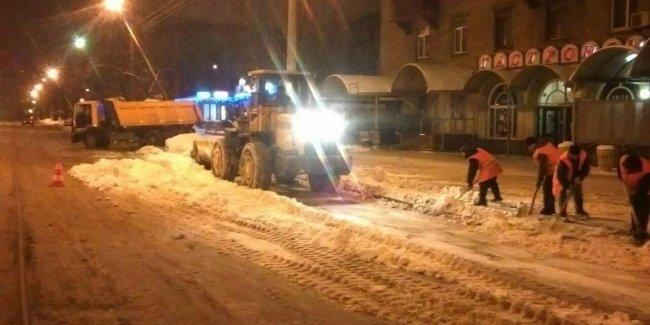 В Киеве к расчистке снега будут привлекать армию и частные предприятия