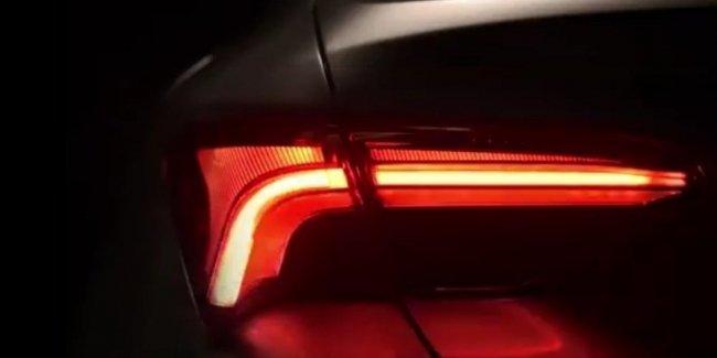Новый Toyota Avalon «показал» светодиодные задние фонари