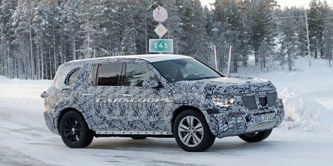 Mercedes вывел на зимние тесты новый GLS
