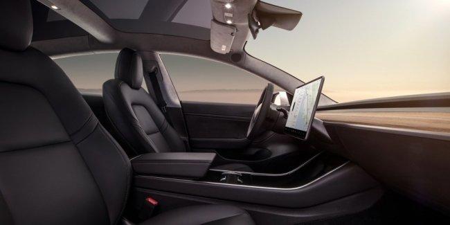 «Теслу» обвинили в удешевлении интерьера Model 3