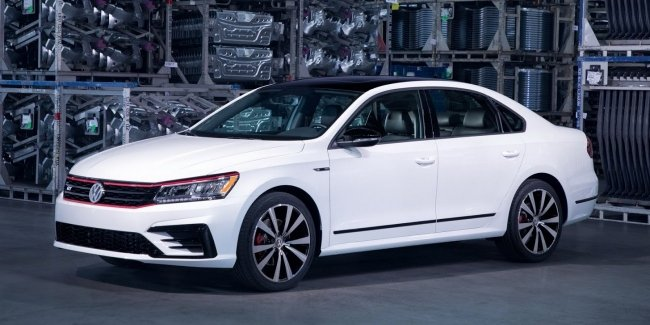 Спортивный седан: VW представил серийный Passat GT