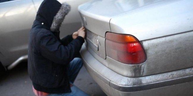 Если украли номерной знак: как оставить автомобильных мошенников «с носом»