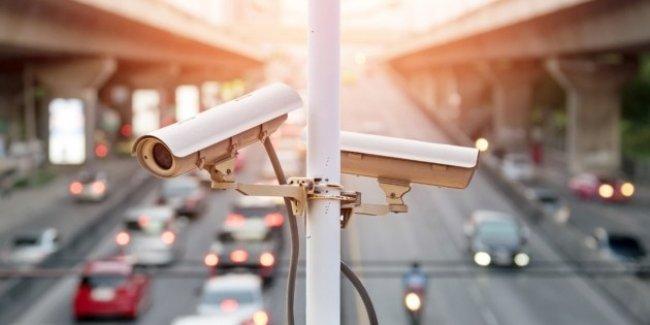 Полиция уже тестирует камеры контроля скорости и информационные табло