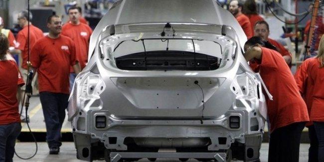 Ford запретил своим рабочим работать без экзоскелетов