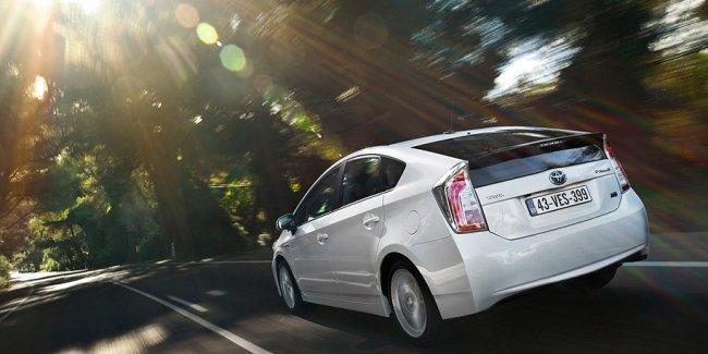 Toyota объединит 10 тысяч батарей от старых «Приусов» в супераккумулятор