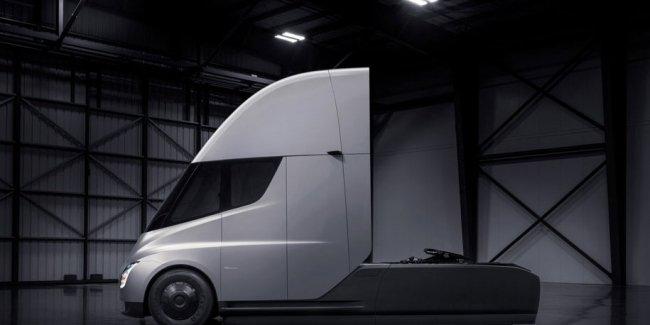 Tesla будет выпускать по 100 000 грузовиков в год