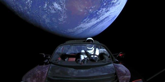 Tesla Roadster официально признан космическим спутником