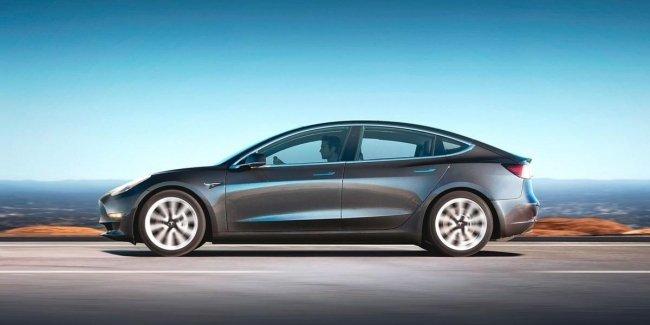 Журналисты купили Tesla Model 3 ради тест-драйва
