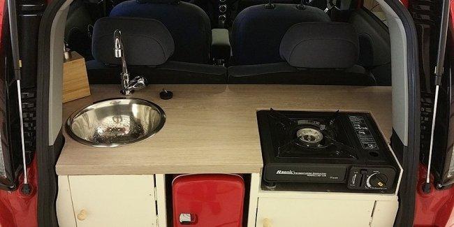 Крошечный электрокар Peugeot превратили в мобильную кухню