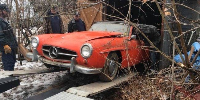В старом гараже нашли забытый на 40 лет классический Mercedes-Benz