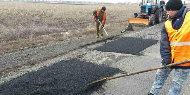 В Службе автодорог рассказали, когда залатают ямы на дорогах и сколько стоит ремонт 1 кв. метра