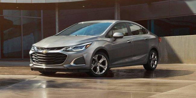 Легкий рестайлинг: Chevrolet обновила модели Cruze и Spark