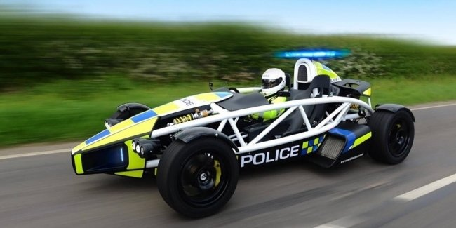 Британских полицейских уличили в заправке служебных машин неправильным топливом