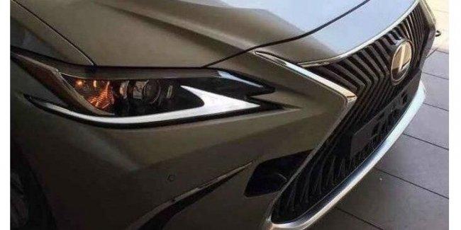 В сети рассекретили дизайн нового Lexus ES