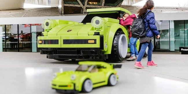 Из кубиков Lego сделали полноразмерную копию Porsche 911