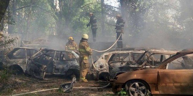 Невероятный пожар в Киеве - сгорело сразу 50 автомобилей