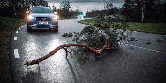 Volvo Trucks и Volvo Cars анонсировали Connected Safety - интеллектуальный сервис по предупреждению дорожных происшествий