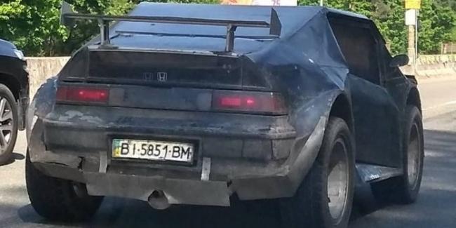 Украинец построил ужасающий внедорожник на базе Honda CRX