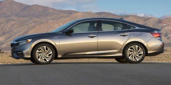 Honda запустила в серию новый гибридный седан Insight