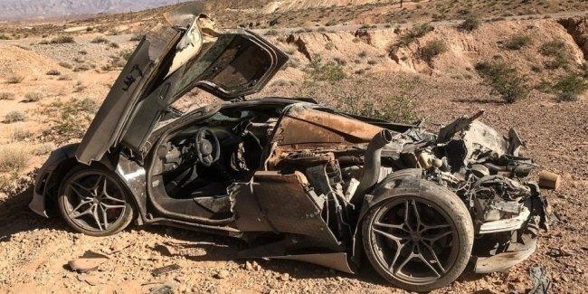 McLaren вылетел с трассы, дважды перевернулся и загорелся. Все остались живы