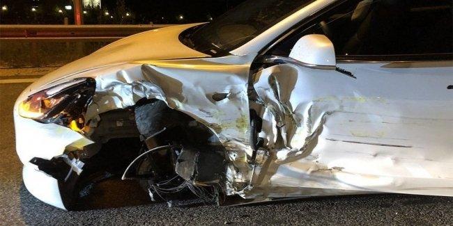Электрокар Tesla Model 3 впервые попал в аварию в Европе