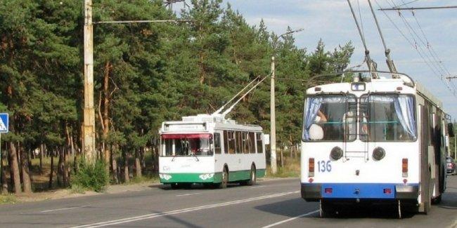 Пенсионера судят за опасный трюк в троллейбусе