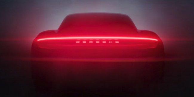 Porsche показала силуэт своего первого серийного электрокара