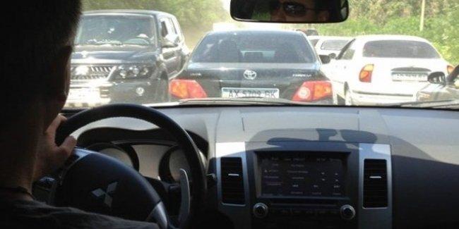 Анархия на дороге: пробка от Кирилловки до Запорожья