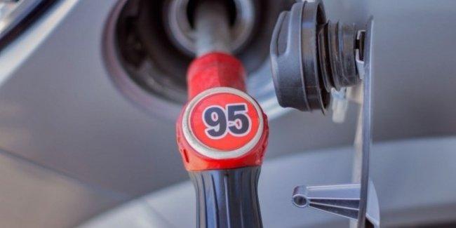 Названы страны с самым дешевым и дорогим бензином в мире