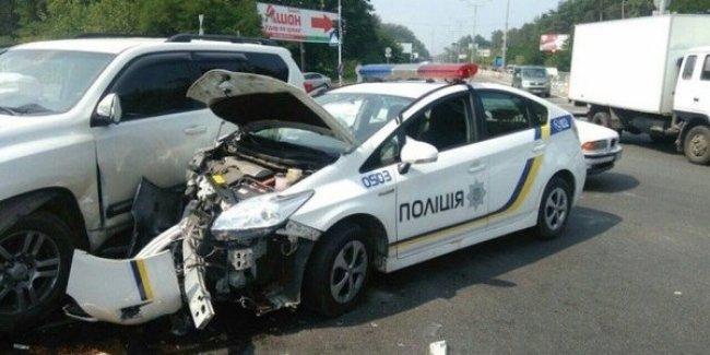 Стало известно, сколько авто разбили киевские патрульные за полтора года