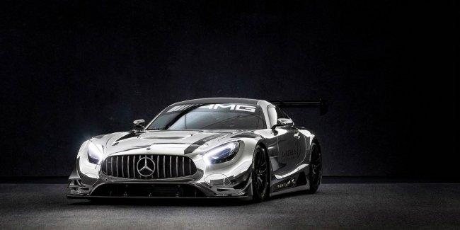 Гоночный суперкар Mercedes-AMG без пробега продадут за 600 тысяч долларов