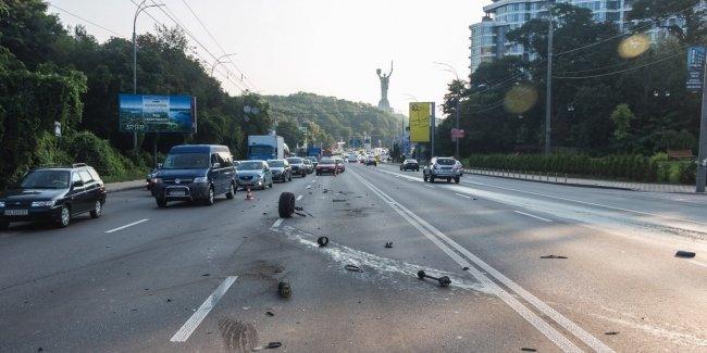 Оторвавшееся колесо спровоцировало масштабное ДТП в Киеве