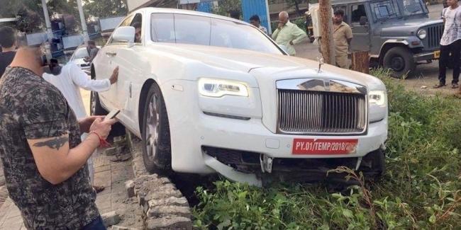 Новенький Rolls-Royce Ghost разбили в первую поездку