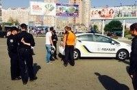 В Киеве уволили полицейского, который украл шлем участника ДТП