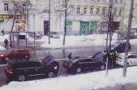 В Киеве патрульные полицейские сняли мигалки с двух люксовых авто