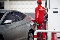 Топ-менеджеры Shell поработали кассирами и заправщиками
